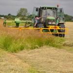 Photo d'un tracteur équipé d'une barre d'effarouchement