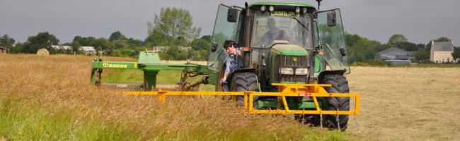 Barre d'effarouchement sur un tracteur