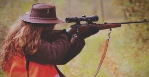 Amélie Péria et sa carabine