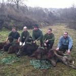 Photo de Damien Simon avec un groupe d'amis chasseurs