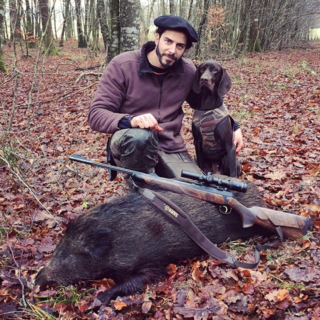 Feliew avec son chien de chasse