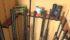 Plusieurs fusils rangés dans un coffre fort adapté